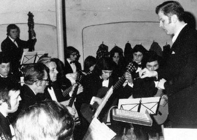 Das Orchester bei einem Konzert im Ohlschen Saal in Wiebelsbach 1974