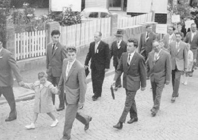 Festzug anlässlich des 40jährigen Jubilaums der FFW am 11.06.1960 - Fussgruppe des MCW