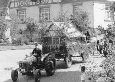 Festzug anlässlich des 40jährigen Jubiläums des MCWs am 07.07.1967 - Freiwillige Feuerwehr Wiebelsbach